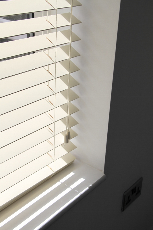 Cream Wood Venetian Blind With Matching Strings.-816
