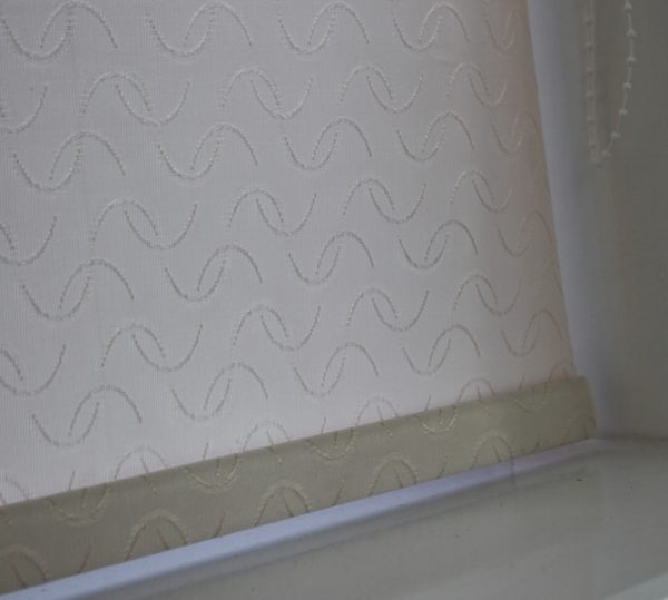 Louvolite Aura Cream Roller Blind With Matching Pelmet-630