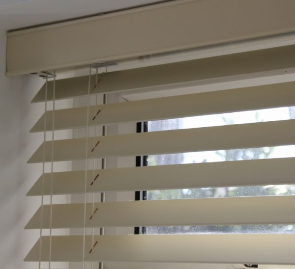 Cream Wood Venetian Blind With Matching Strings.-566