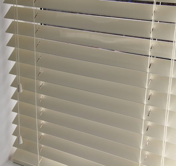 Cream Wood Venetian Blind With Matching Strings.-563