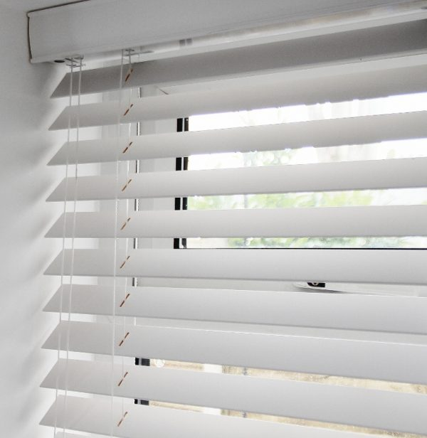 White Wood Venetian Blind With Matching Strings-569