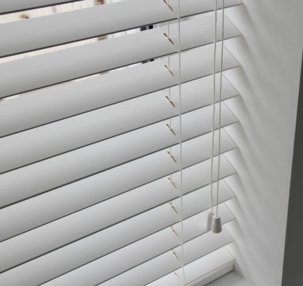 White Wood Venetian Blind With Matching Strings-571