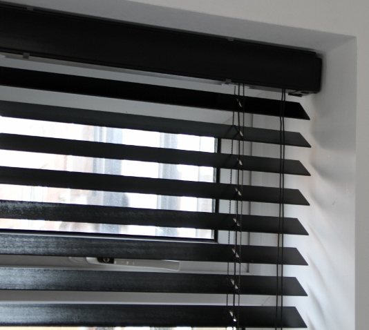 Ebony Wood Venetian Blind With Matching Strings-553
