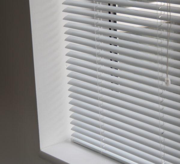 25mm White Aluminium venetian Blind-376