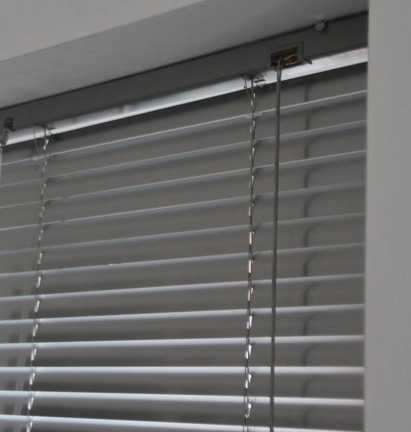 25mm Platinum Aluminium venetian Blind-546