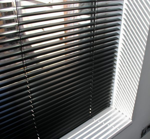 25mm Black Aluminium venetian Blind-0