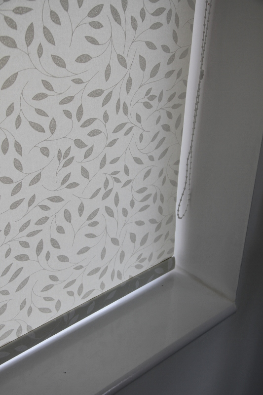 Louvolite Chatsworth Cream Roller Blind With Matching Pelmet-0